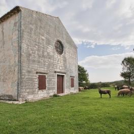 crkva-madone-od-traverse-i-ovce