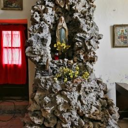 crkva-sv-martina_oltar-u-kamenu